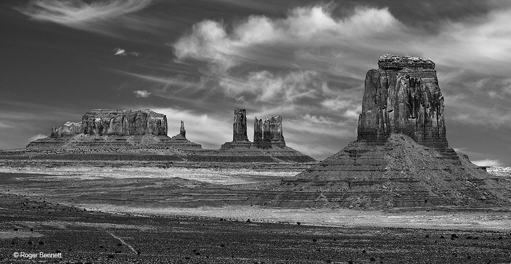 image-619744-Monument_Valley_from_Ledge_DSC3954_Crop_BW_With_Sky_Rev_2_CR.w640.jpg